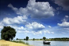 Brabant-Fotografie-DenBosch-lucht-woilken-rivier-boot-MAAS