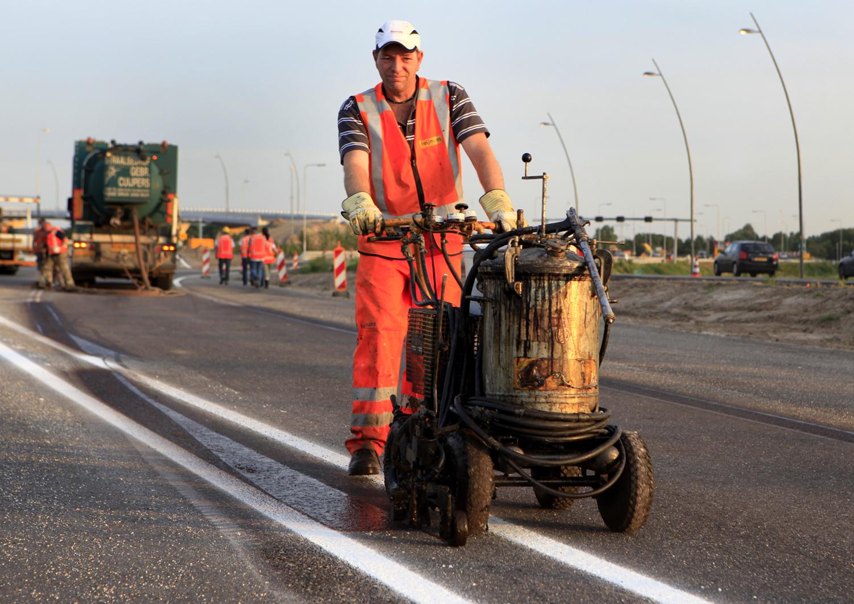 Heijmans-A2-Eindhoven_wegenbouw-strepen trekken (c) Bart Coolen