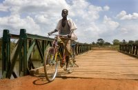 Reconstruction of bombed bridges in South-Sudan. (c) Bart Coolen