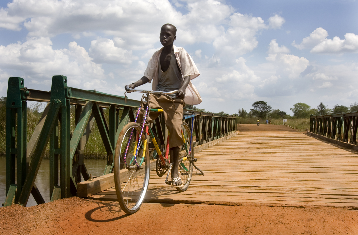 Reconstruction of bombed bridges in South-Sudan. (c) Bart Coolen
