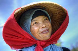 Indonesia-Bandung-woman-planatation-portrait.jpg