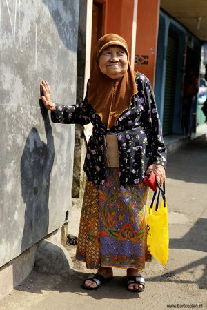 Indonesia-Bogor-old-woman.jpg