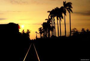 Indonesia-Java-Malang-sunset-railroad05.jpg
