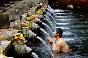 Indonesia-Ubud222_Bali-bathing-man.jpg