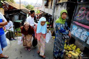 Indonesia-market-woman-portrait-Bogor.jpg