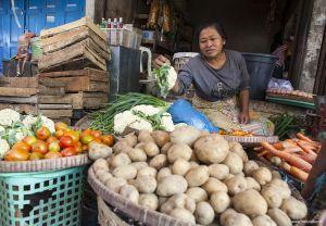Indonesia-market-woman-portrait01.jpg