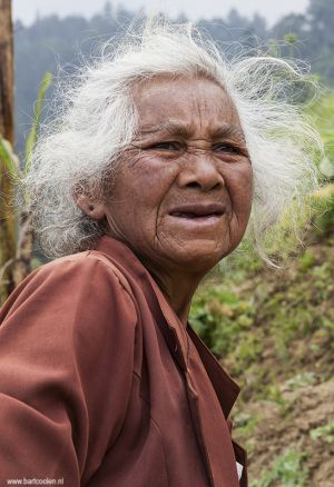 Indonesia-woman-portrait-Solo-Sukuh100.jpg
