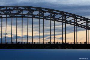 vierdaagse-van-nijmegen-waalbrug-zonsopgang.jpg